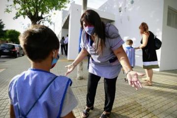 Kicillof confirmó que el miércoles vuelven las clases presenciales en las escuelas de forma gradual