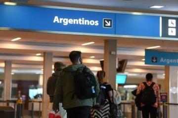 Casi 300 personas van a ser denunciadas penalmente por no cumplir con el aislamiento tras regresar al país