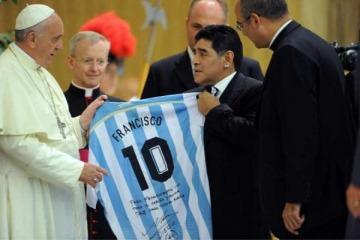 Cómo celebró el Papa Francisco las victorias de Argentina e Italia en la Copa América y la Eurocopa