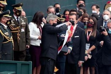 Con la presencia de Alberto Fernández, Pedro Castillo asumió como el presidente de Perú