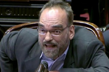 Piden la expulsión de Fernando Iglesias por su agresión a Florencia Peña: el listado de sus ataques a mujeres