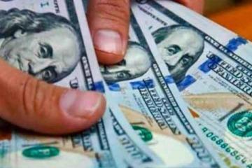 Tras tres días consecutivos de subas, el dólar blue bajó un peso y se posicionó en $185