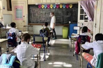 Más vacuna libre, asistencia alimentaria y presencialidad escolar: los tres anuncios de Kicillof