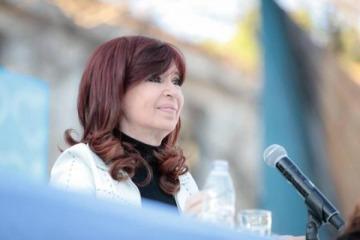 """Cristina: """"No vayamos mañana a la Plaza con nostalgia, sino con la idea de refundar el pacto entre el capital y el trabajo"""""""