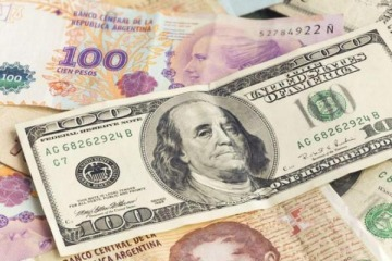 El dólar blue alcanzó un máximo histórico: a cuánto cotiza y qué pasa con el CCL y el oficial