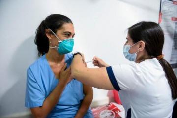 El gobierno anunció la aplicación de terceras dosis contra el coronavirus: ¿quiénes la recibirán?