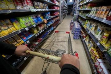 Las ventas en supermercados subieron 4,5% interanual en agosto y registraron su mayor suba en 15 meses